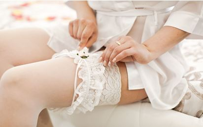 Can i wear a thong to try on a wedding dress